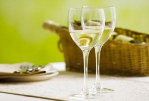 10 vinos blancos para disfrutar entre amigas