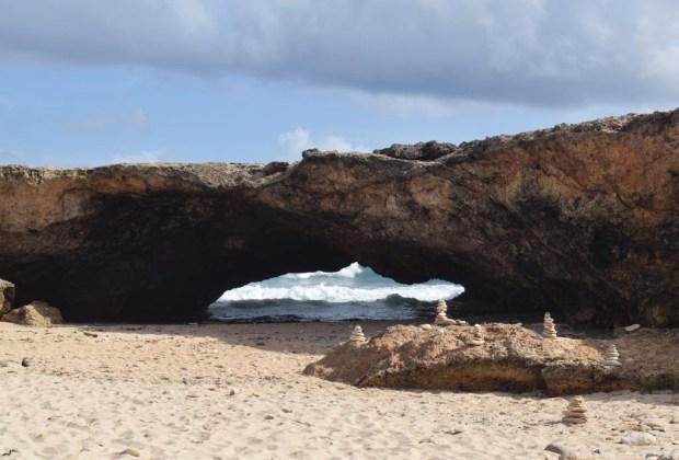 10 razones para ir a Aruba con tu pareja lo más pronto posible - aruba-puentenatural-1024x694