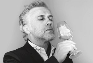 Christoph Waltz es el nuevo rostro que nos invita a disfrutar de Dom Pérignon
