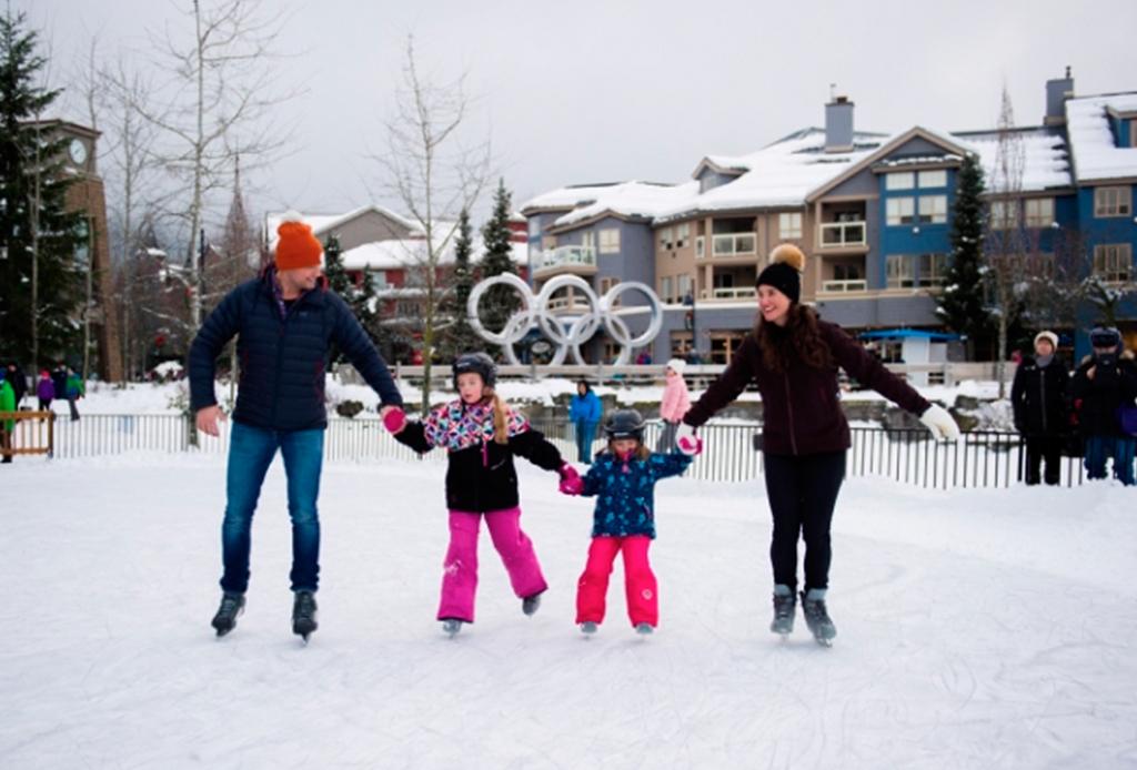 8 actividades para disfrutar Whistler al máximo durante invierno - ice-skatting