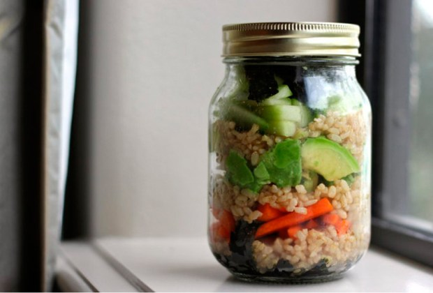 7 lunches muy saludables que puedes hacer en minutos - sushi-1-1024x694
