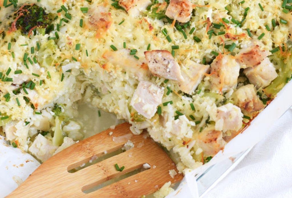 ¿Opciones de arroz? Prepara este arroz de coliflor con brócoli y queso