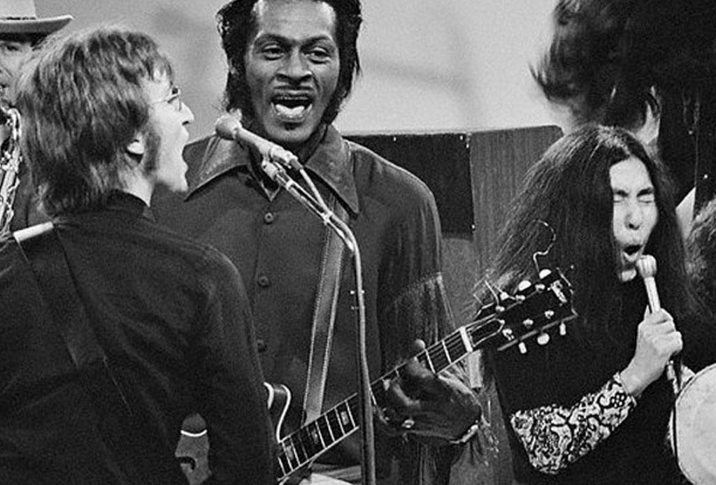 Larga vida al rock and roll con esta playlist inspirada en los temas de Chuck Berry - beatles-chuck-barry