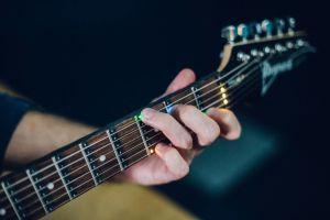 Fret Zeppelin: luces LED que te enseñan a tocar la guitarra