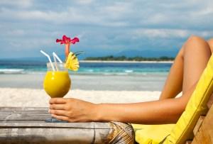 Drinks fáciles que puedes preparar para pasar un buen rato en la playa