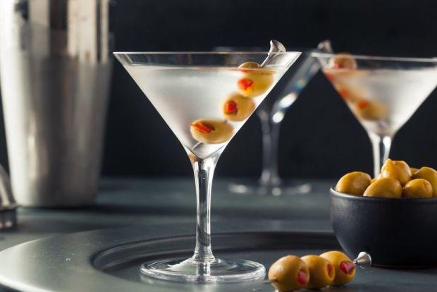 Los cócteles más vendidos alrededor del mundo - martini-1024x683