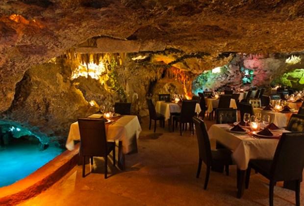 Restaurantes que debes visitar en Playa del Carmen - playa-del-carmen-alux-1024x694