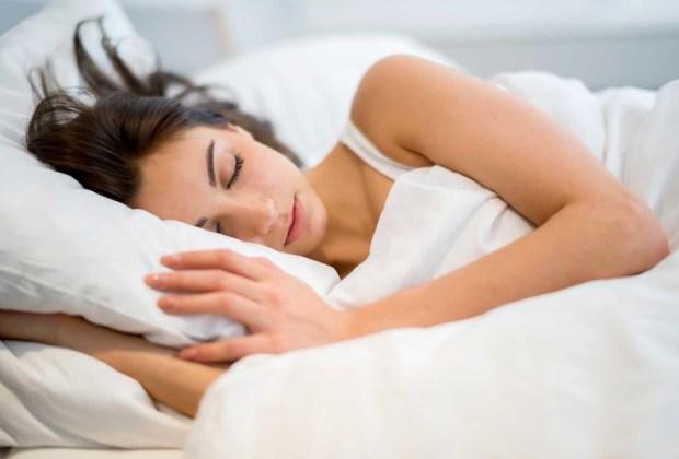 ¿Quieres empezar una vida saludable? Te recomendamos seguir estos tips - dormir-1024x694