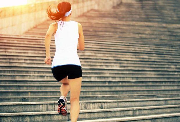 Lo que debes hacer durante el día para tener una excelente noche de sueño - ejercicio-escaleras-1024x694