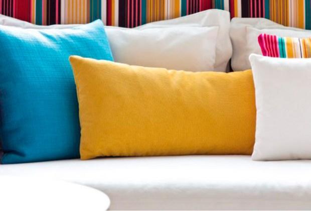 ¿Cada cuánto debes cambiar los muebles de tu casa? - almohadas-1024x694