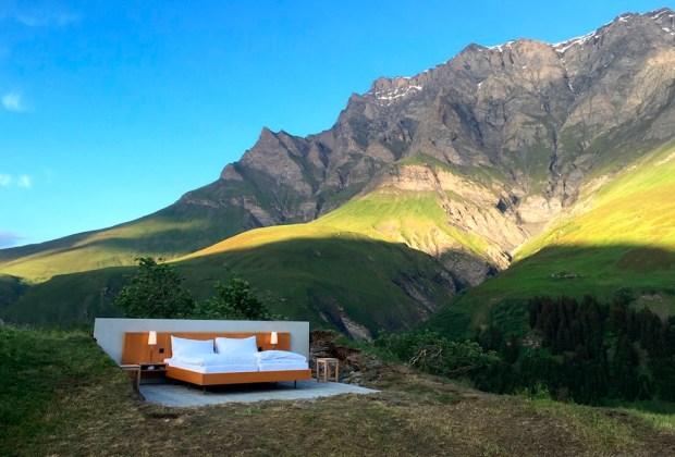 ¿Te atreverías a dormir en un hotel sin paredes? - hotel-1024x694