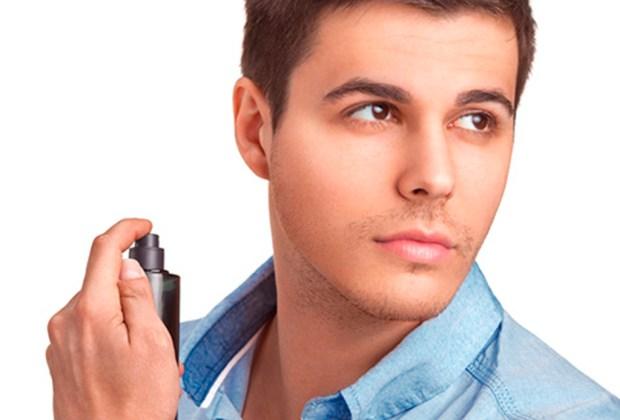 Nunca te imaginaste que cometías estos errores al ponerte perfume - cuello-1024x694