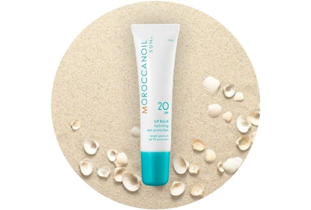 ¡Protege tus labios de los rayos del sol! Usa un lip balm con FPS - moroccanoil-lip-balm-1024x694