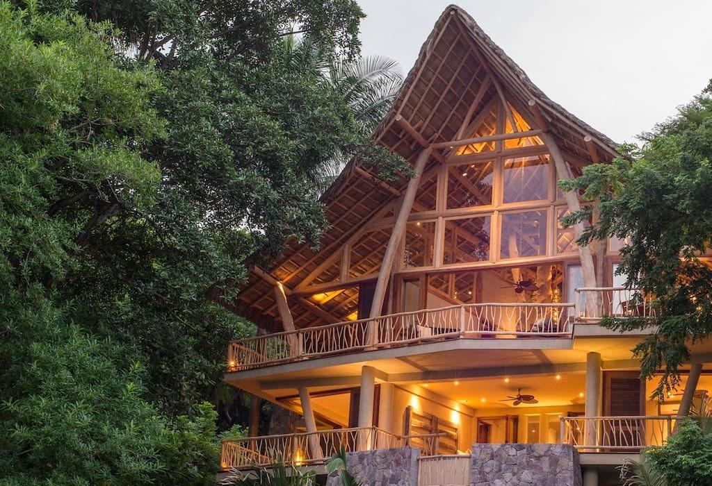 Los mejores Airbnbs en playas mexicanas para escaparte con tus amigos - sayulita-tree-house