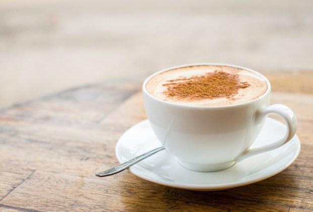 ¿Sabes cuánta cafeína tienen tus bebidas favoritas? - latte-1024x694