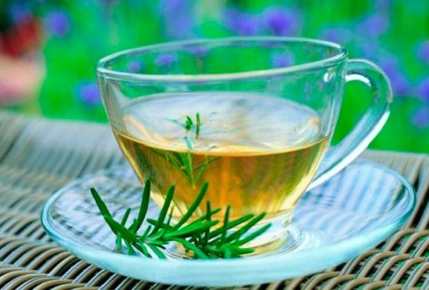 ¡Olvídate de las canas con estos remedios naturales! - romero-1024x694