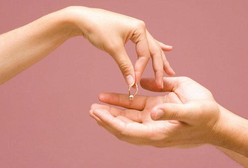 ¿Qué hacer con tu anillo de compromiso si ya NO estás comprometido/a o casado/a? - anillo-3