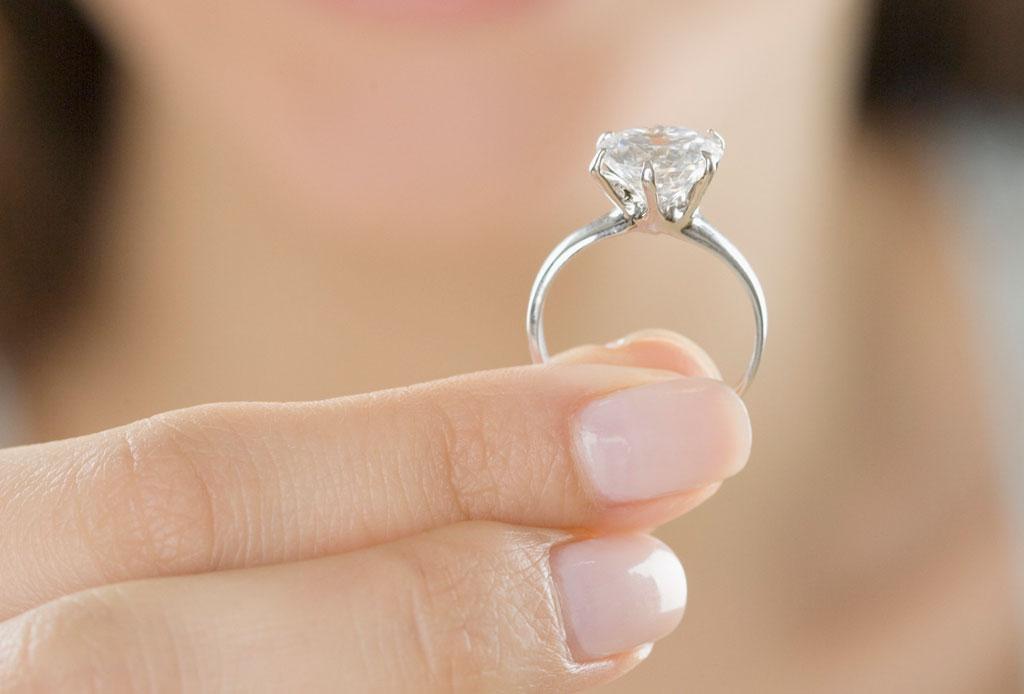 ¿Qué hacer con tu anillo de compromiso si ya NO estás comprometido/a o casado/a? - anillo-5