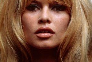 Con el overlining lograrás unos labios como los de Brigitte Bardot