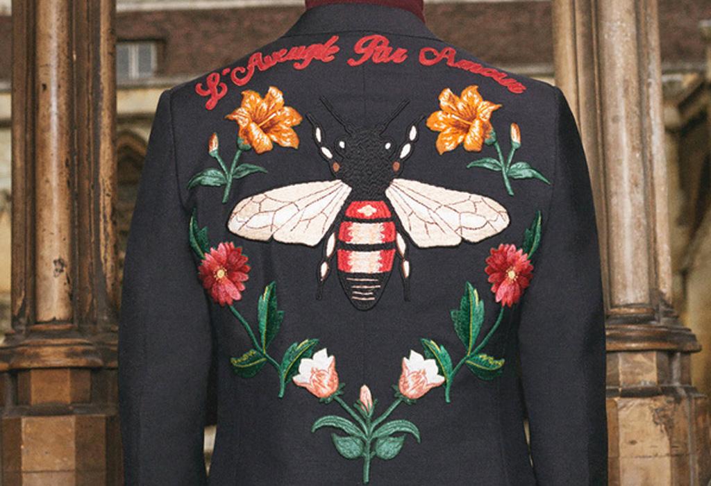 Ya podrás personalizar tus accesorios y vestidos en Gucci - chamarragucci