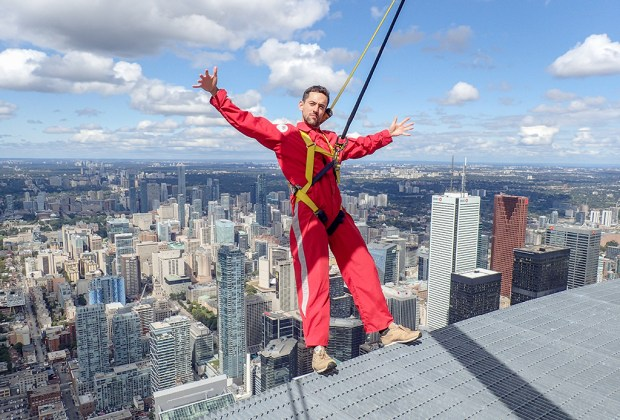 Estos son los 5 lugares favoritos de Luis Gerardo Méndez en Toronto - luis-gerardo-mendez-edgewalk-toronto-5-1024x694