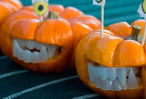 ¡Inspírate para tallar calabazas con estas ideas! - dientes-1024x694