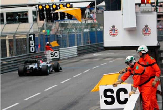 ¿Quieres ser un experto en la F1? Te decimos lo que significan las banderas que usan durante la carrera - letras-1024x694