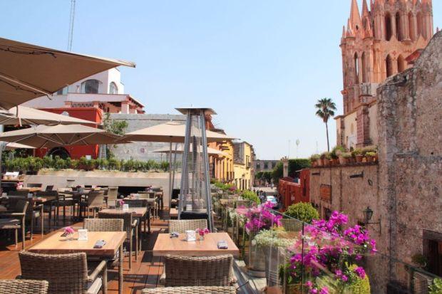 Restaurantes IMPERDIBLES en San Miguel de Allende para disfrutar de una noche de drinks - quince-1024x682
