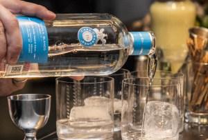 El regalo ideal para los conocedores del tequila es Casa Dragones