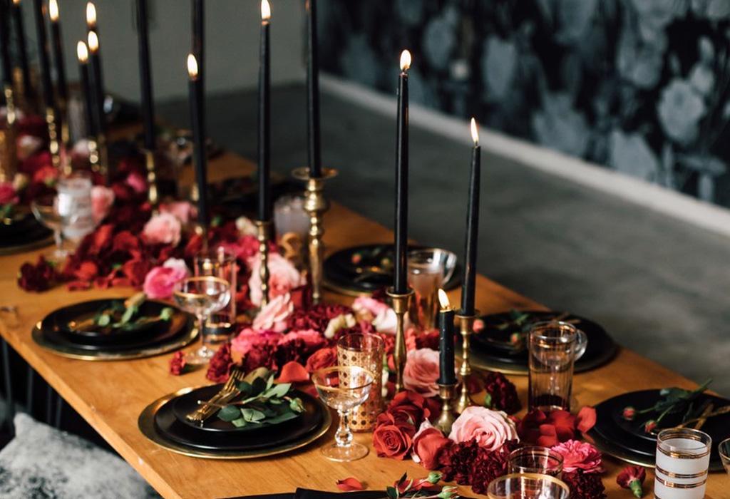 Trend alert: diferentes formas de usar detalles negros en la decoración de tu boda - centrosmesa