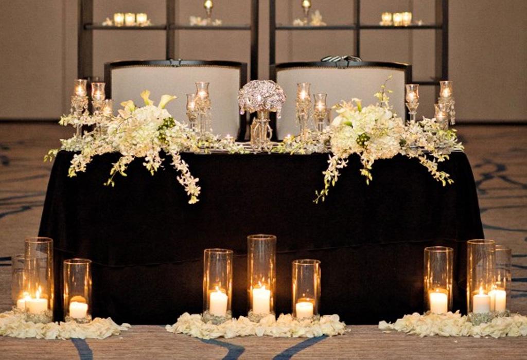 Trend alert: diferentes formas de usar detalles negros en la decoración de tu boda - manteles