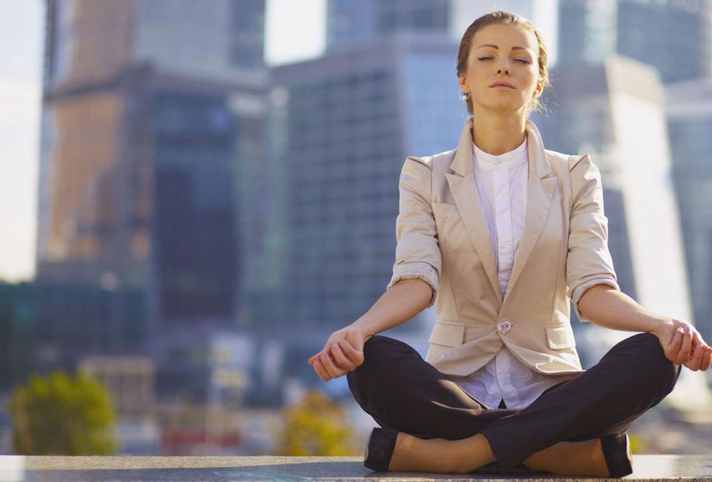 5 maneras de evitar entrar en una depresión - meditacion_persona
