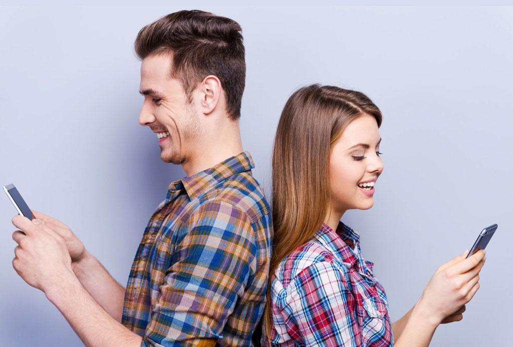 Tus hábitos al mandar un mensaje de texto son la clave de la felicidad en pareja - mensaje-de-texto-celular