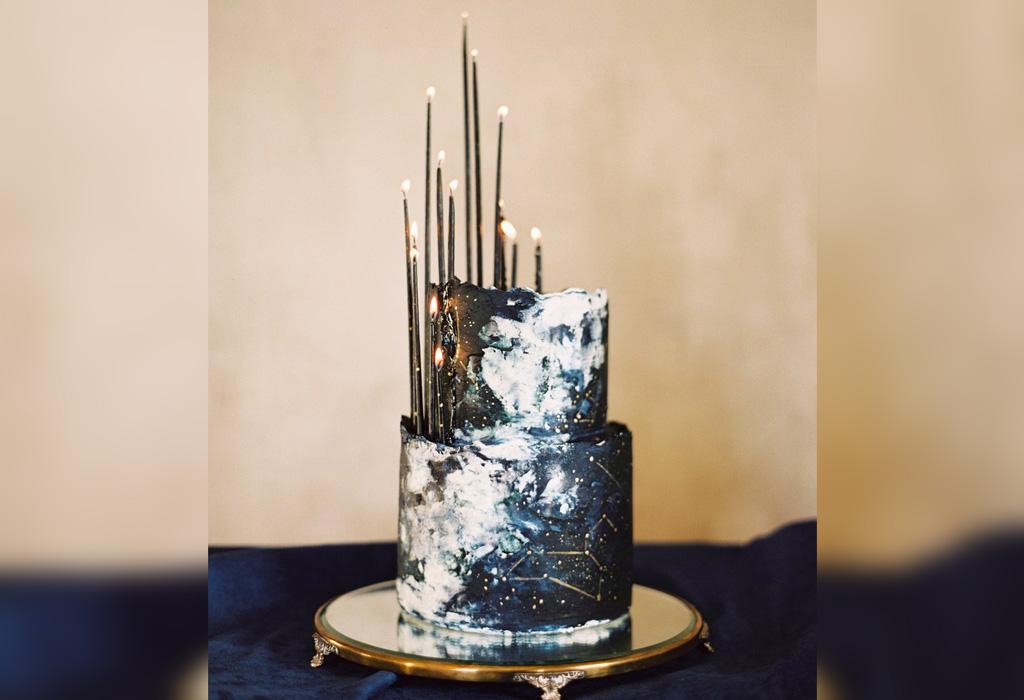 Trend alert: diferentes formas de usar detalles negros en la decoración de tu boda - pastel
