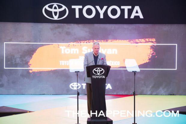 Toyota le da la bienvenida a dos innovadores modelos: PriusC y C-HR - tom-sullivan_01