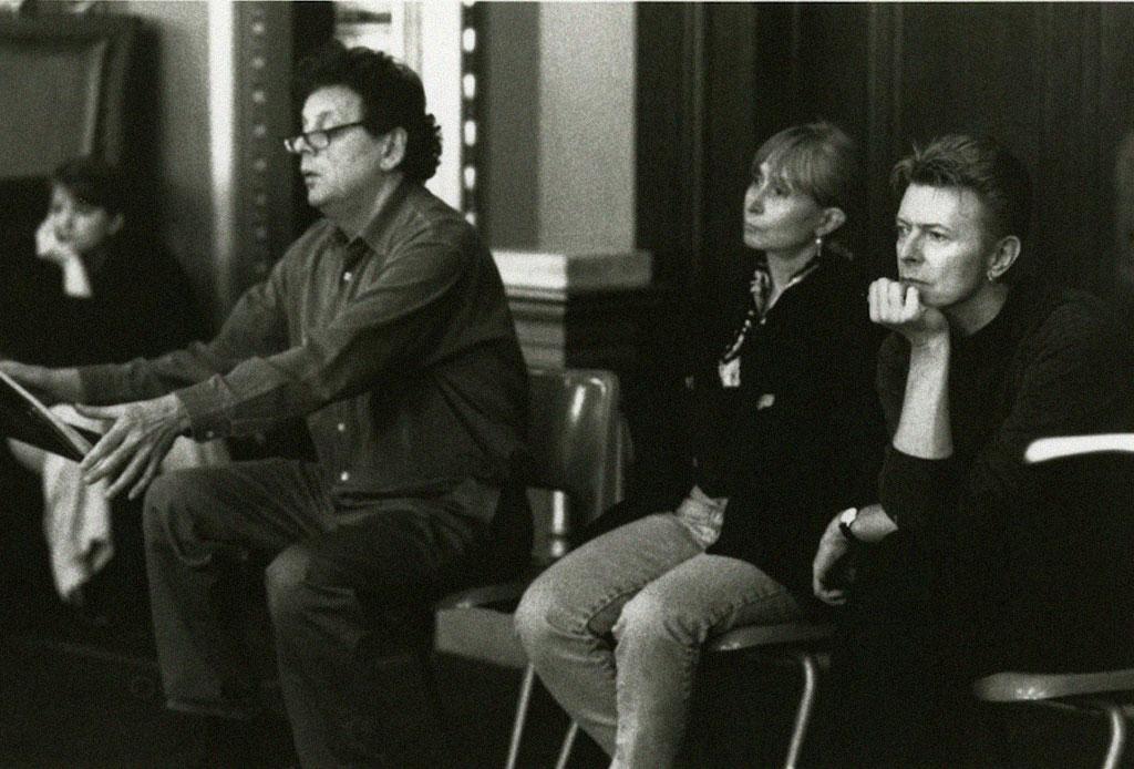 Tras más de 20 años Philip Glass terminó una trilogía sinfónica inspirada en David Bowie - david-bowie-philip-glass-2