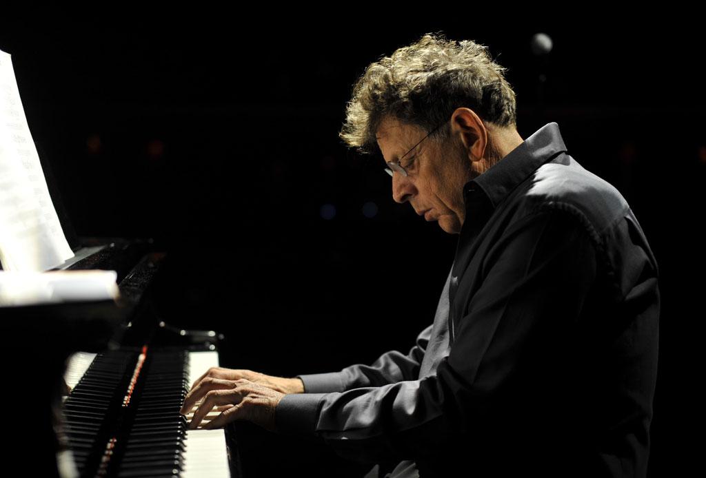 Tras más de 20 años Philip Glass terminó una trilogía sinfónica inspirada en David Bowie - david-bowie-philip-glass-3