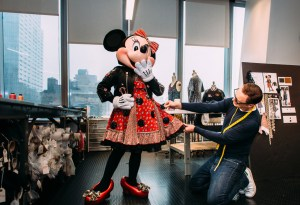 ¡Tienes que ver la nueva colección de Coach x Minnie Mouse!