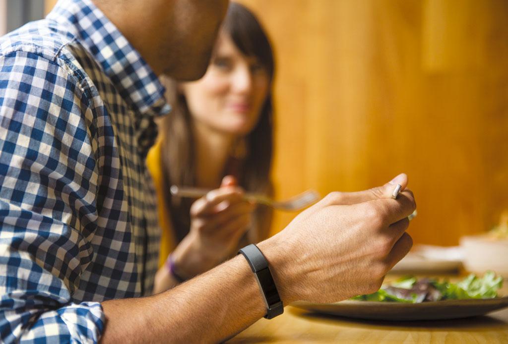 Sneating: salir en un date con alguien para que les inviten la cena - sneating-4