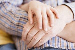 Hay un término para el temor que sienten los niños hacia sus abuelos