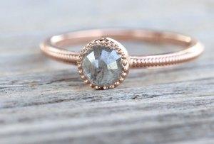 ¡Sal de lo tradicional! Descubre estas marcas de anillos de compromiso mexicanas