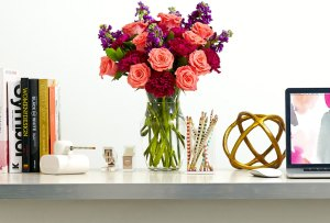 Decora tu workspace con estas flores que durarán más de una semana