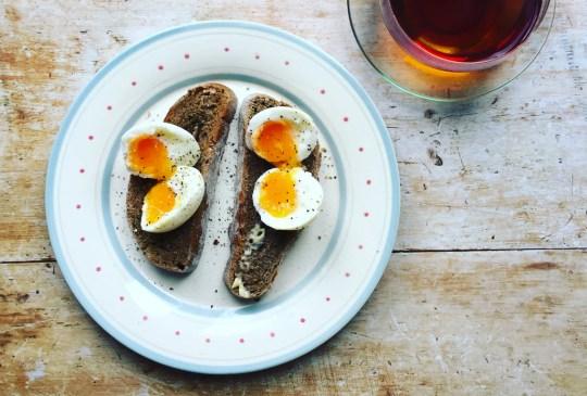 ¡Recupera tu energía después de ejercitarte con estos snacks! - eggtoast-300x203