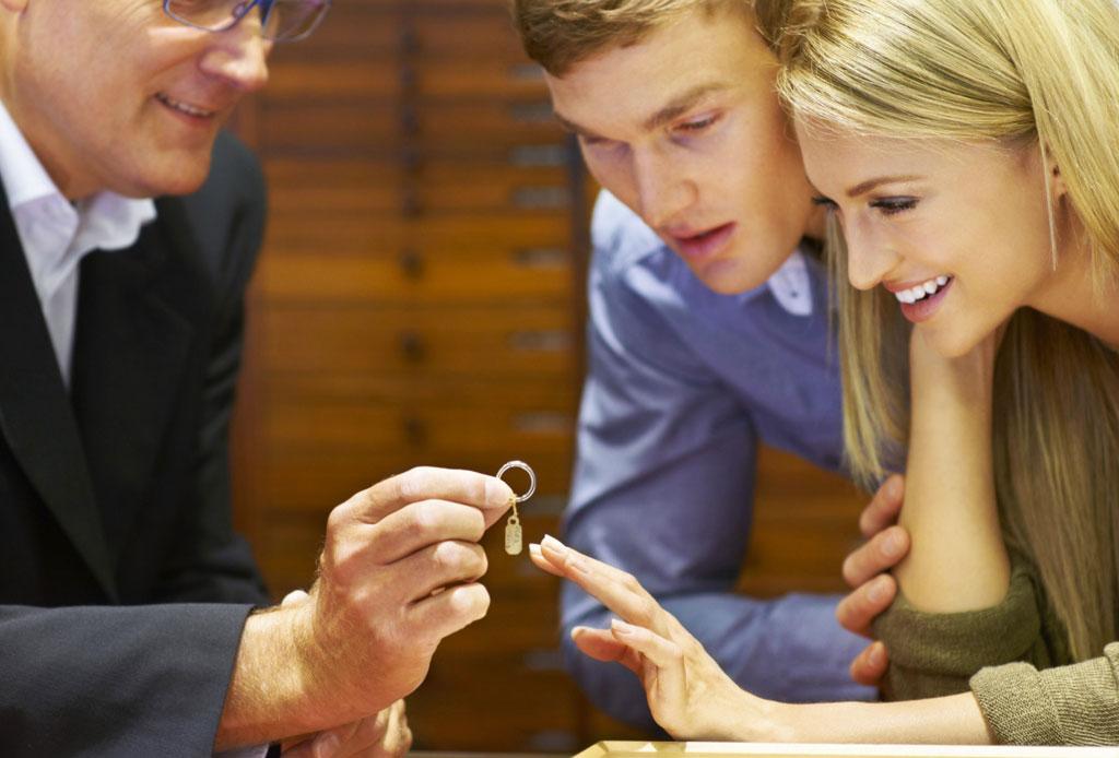 Tips que tu pareja agradecerá cuando elija tu anillo de compromiso - anillo-compromiso-estilo-7