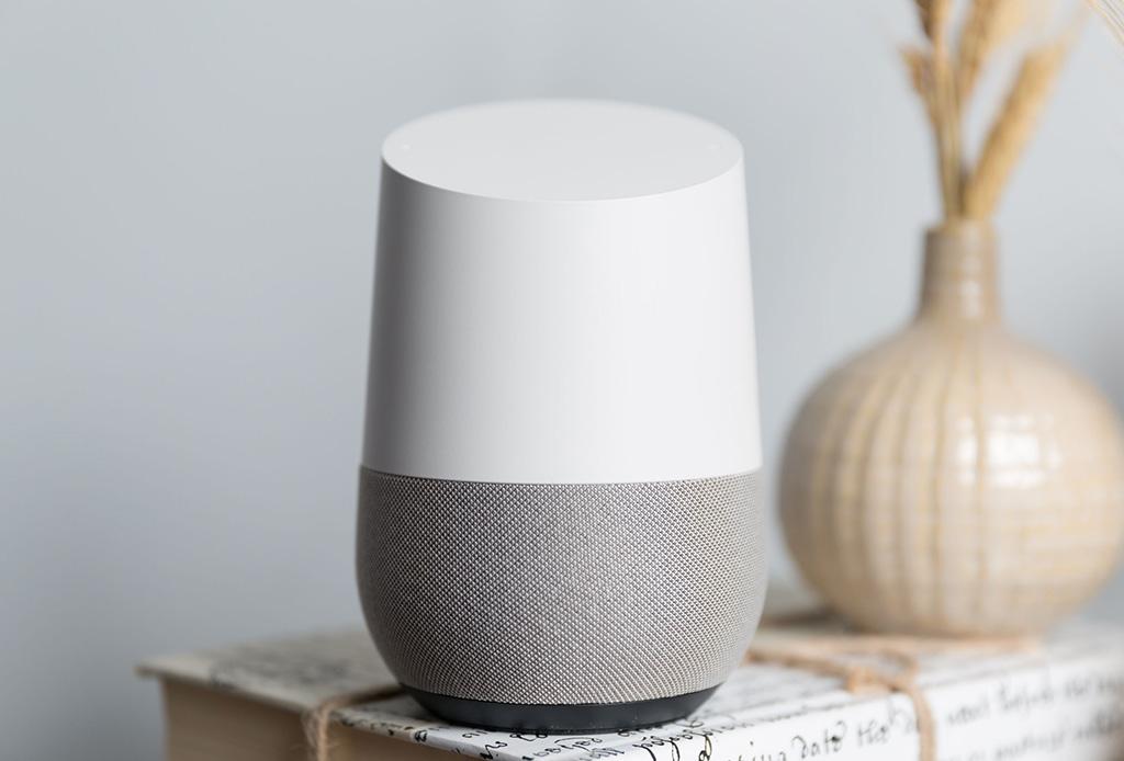 Con este gadget controlarás todo con la voz y pronto estará en México - googlehome1