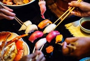 Una playlist con música japonesa para tus noches de sushi