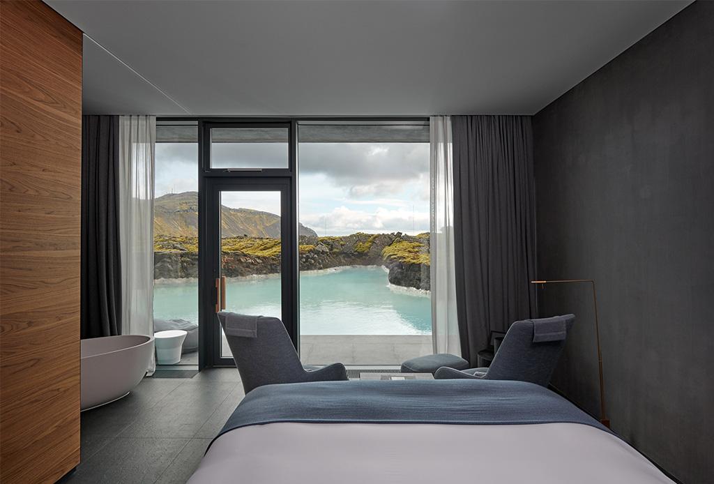 Descubre la arquitectura de este impresionante hotel que está dentro de un lago - bluelagoon6