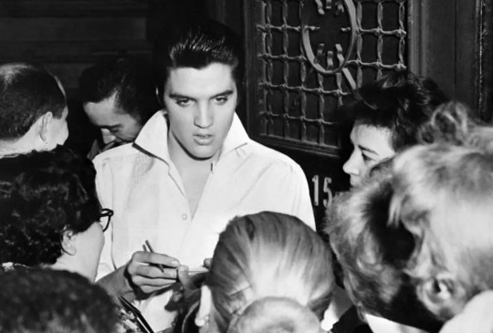 ¿Eres fan del Rey del Rock? No te puedes perder este documental - elvis-presley-the-king-documental-2018-2-300x203