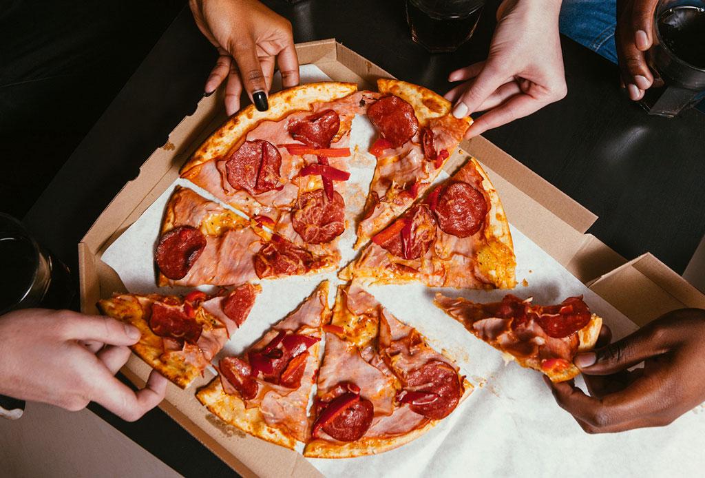 ¿Mito o realidad? Existe una dieta que te permite comer pizza y bajar de peso