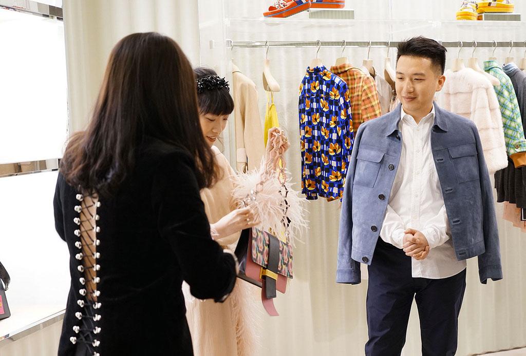 La nueva táctica de los influencers de Instagram: tomarse una foto con prendas de ropa que devuelven - influencer-moda-tactica-3